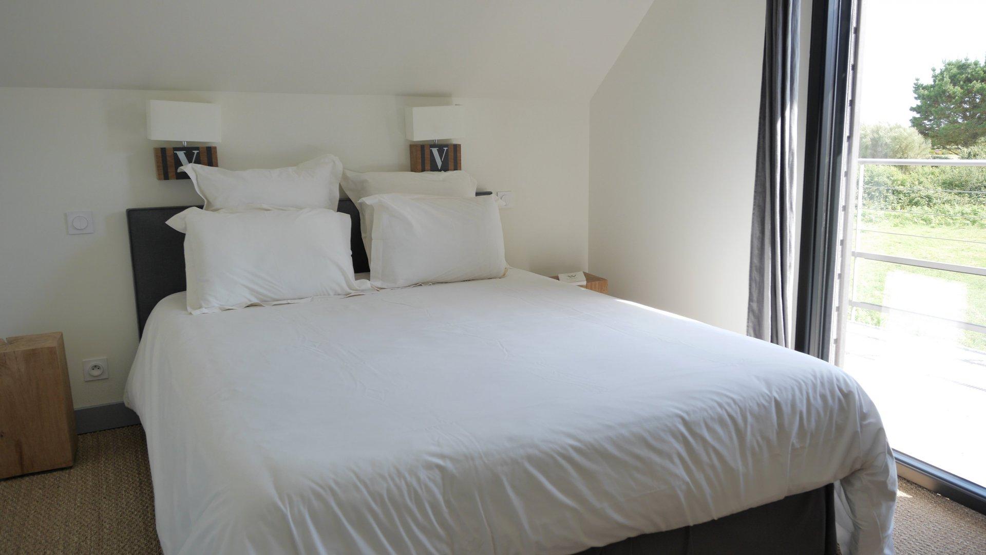 chambre double avec terrasse vue piscine